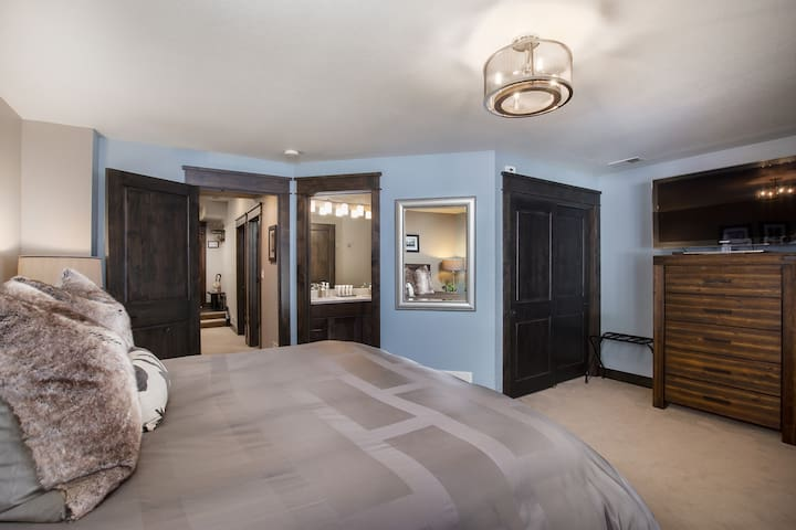Huge master bedroom with King bed and ensuite bathroom!