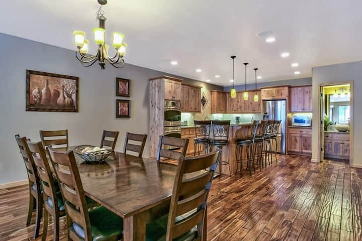 Tahoe luxury 3BD chef's kitchen close to skiing