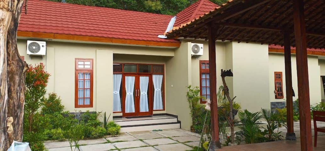 Omah Shandhika HomeStay 1