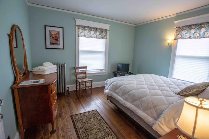 Bedroom #4, on second floor, queen sized bed, ultrasoft microfiber sheets and a down alternative comforter. Closet has an extra blanket in it. Room includes a dresser with mirror, side chair clock/radio, tv with remote and digital antenna.