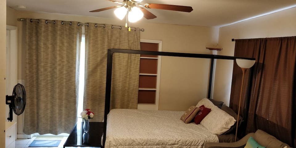 "55"" Smart TV, Coffee Maker, Auto Check-in, New Bed"