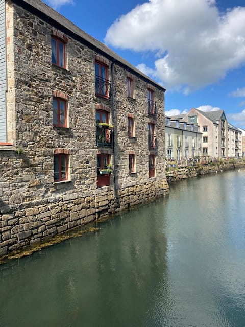 Modern apartment in wharf building on Penryn River