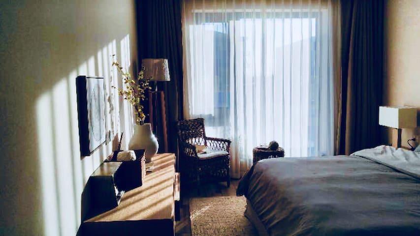 一回•爱舍静(石家庄行唐一楼阳光透过落地窗洒落在床间的一室一厅一卫)