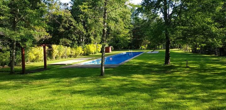 Hermosa casa en condominio con piscina en el lugar