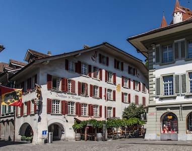 Zunfthaus zu Metzgern, Thun (Zweibett-Zimmer) - Thun - Dům pro hosty