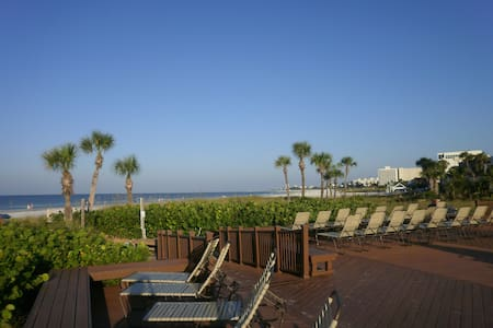 Crescent Beach Resort, Heated Pool,Jacuzzi, Tennis