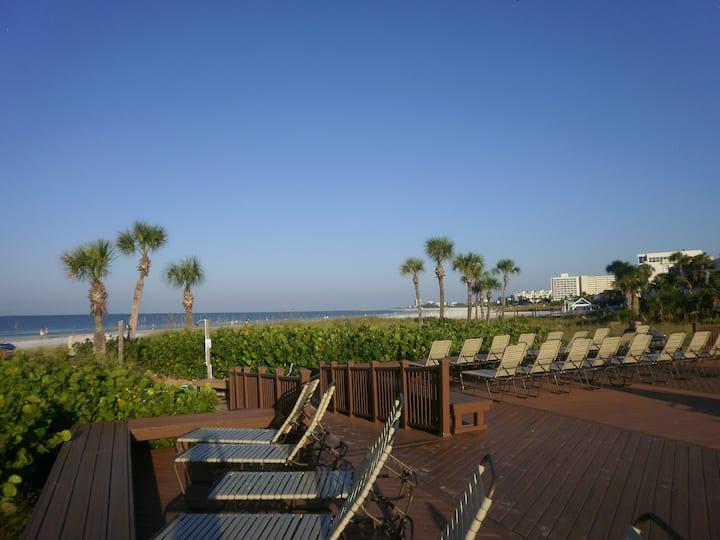 Crescent Beach Resort, Heated Pool,Jacuzzi, Tennis