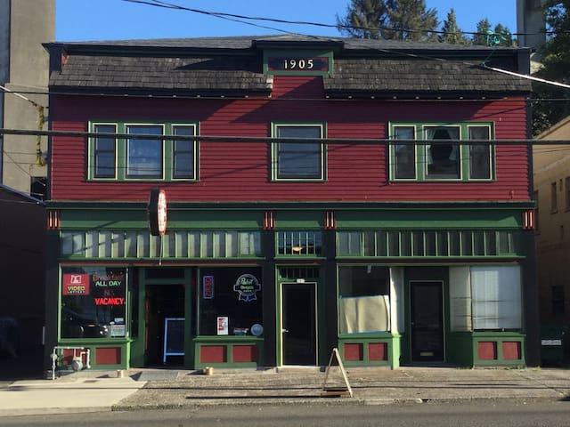 Historic Tavern Hideaway