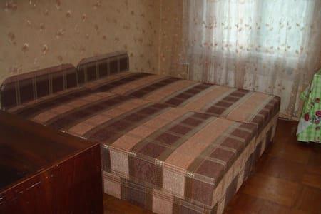 Уютная двушка у м.Ветеранов. - Sankt-Peterburg - Huoneisto