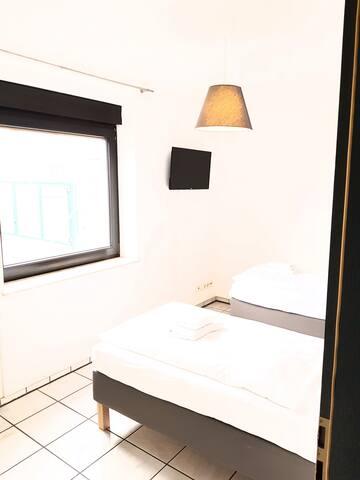 Zweibettzimmer mit Sat-TV und Wi-Fi