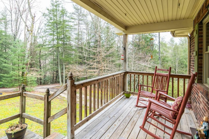 Hot Tub, WiFi, Satellite - Family Home - Carrie's Cottage - Red River Gorge, KY!