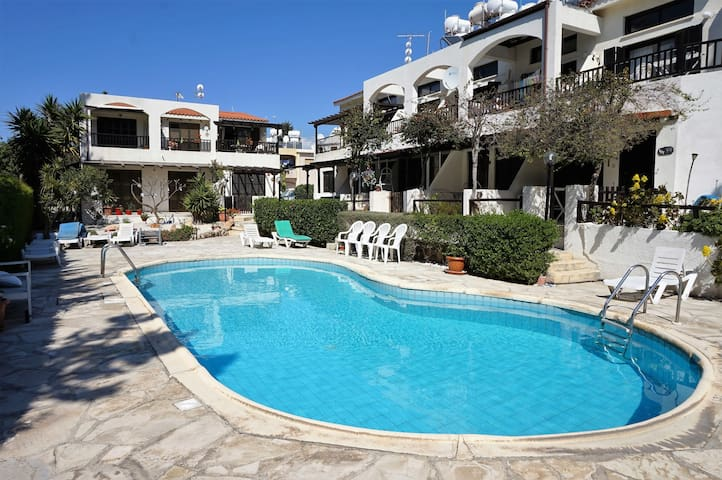 Ibiscus Gardens, 1Bed, Kato Pafos, by beach & bars - Paphos