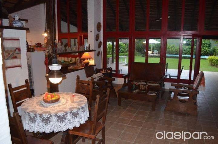 Acogedora casa con techo de paja y mucho conford