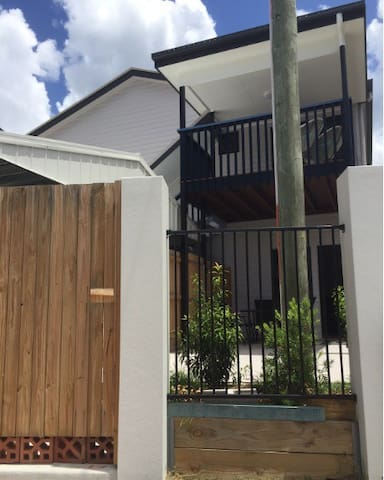 Ashgrove 3 bedroom apartment WIFI - Ashgrove - Appartement