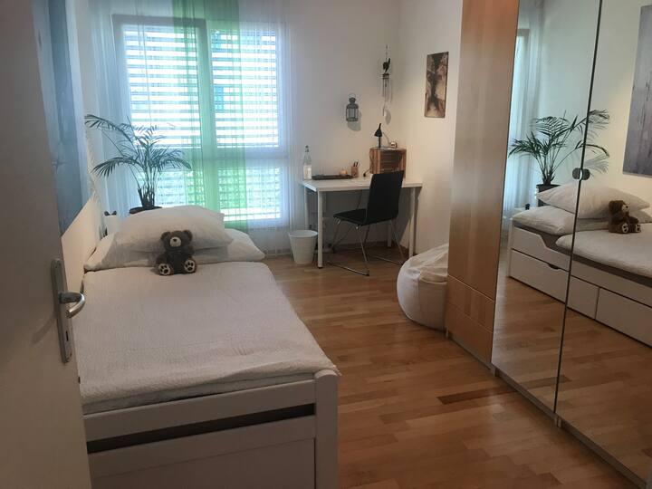 Schönes und modernes Einzelzimmer inkl. Dusche/WC