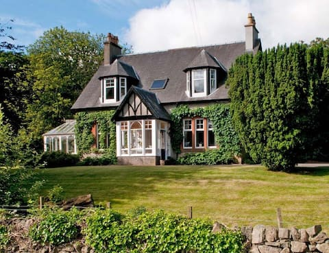 Delightful Edwardian Scottish cottage