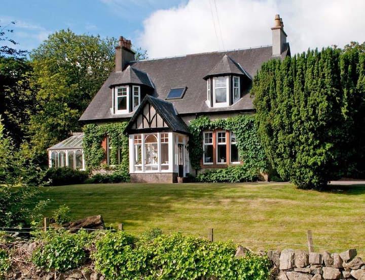 Delightful Edwardian Scottish cottage