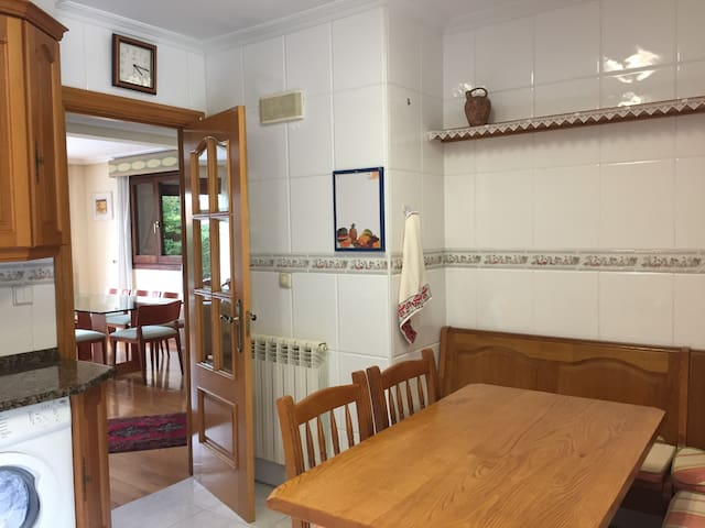 Hondarribia, large house, private garden & parking - Hondarribia - Haus