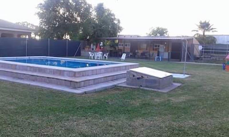 Casa, tres habitaciones con piscina - Carmona - Dům