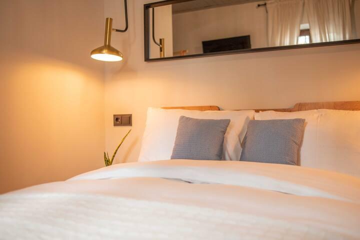 Philos Guesthouse / Mon Ami Room