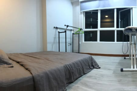 Private bed room for stay (Queen Size Bed) Punggol