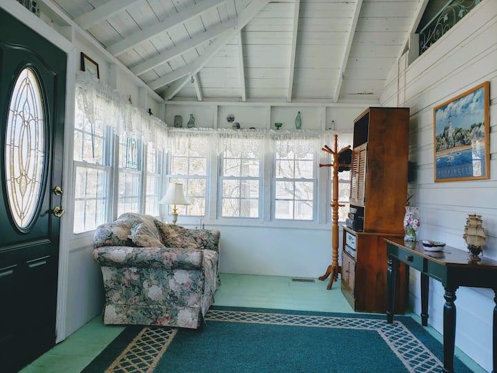Quaint East Marion Cottage