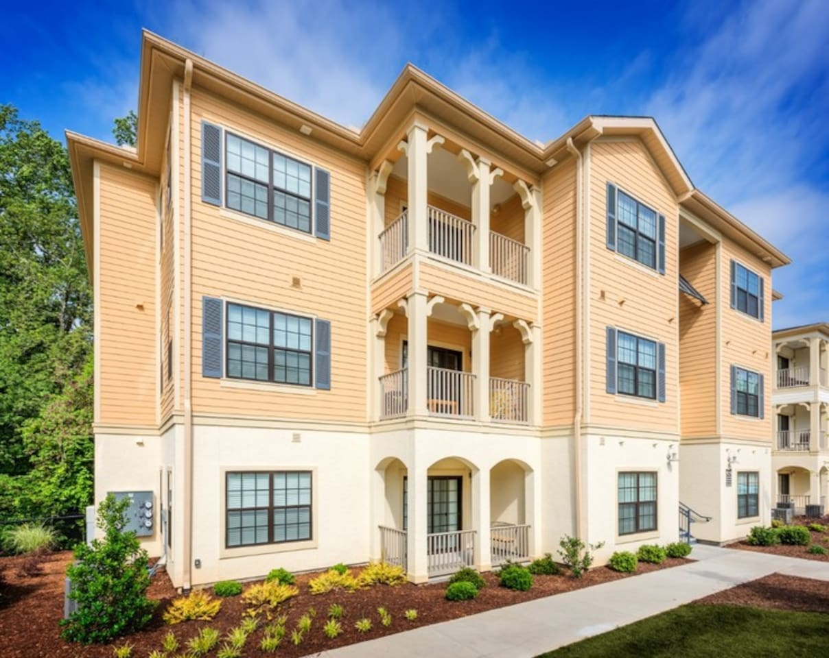 High end living spacious floor plan luxury amenities convenient location in Charlotte