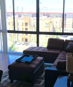 upgraded 2br/2bath condo minutes from the strip - 公寓