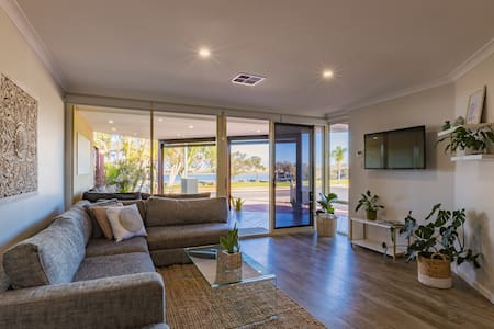 Starboard Views Kalbarri- riverfront apartment