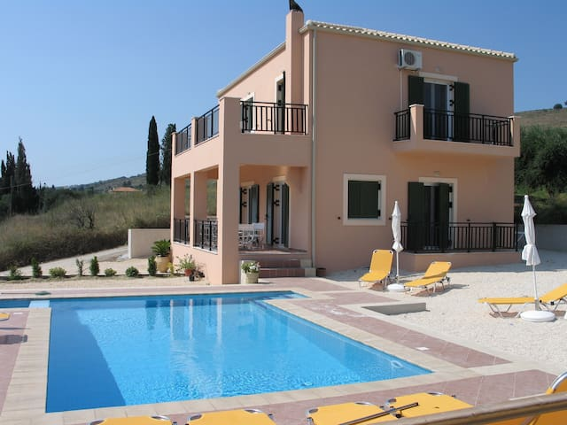 4 Bedroom Villa Fengaraki plus swimming pool - Livadi - Villa