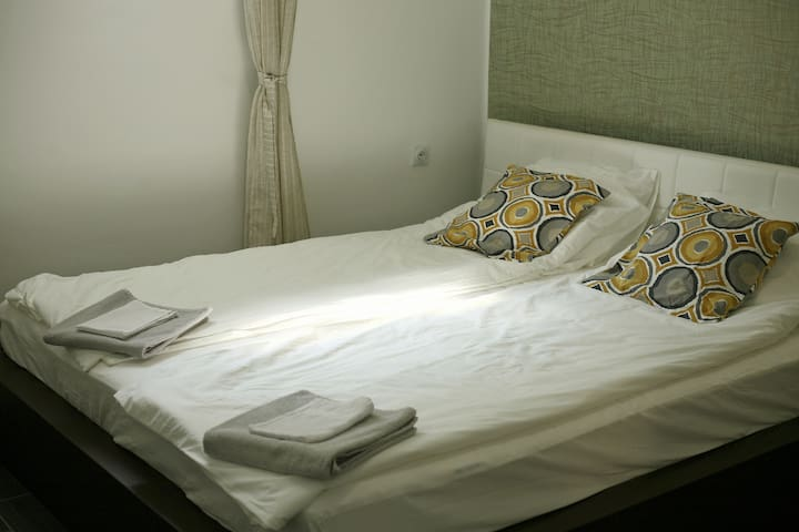 A - Private Room 23m , 1 km From City Centre