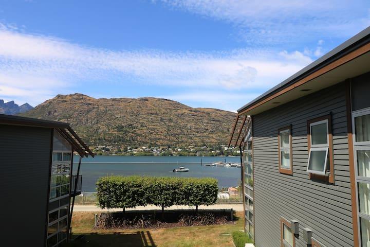 Lakeside Apartment | Self Check In | Free WIFI