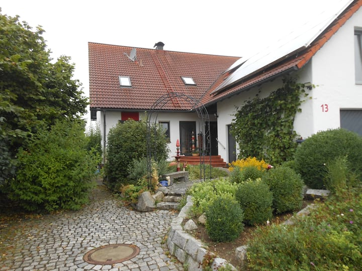 Ruhige Wohnung Nähe Rothsee u. Messe,  bis  5 Pers