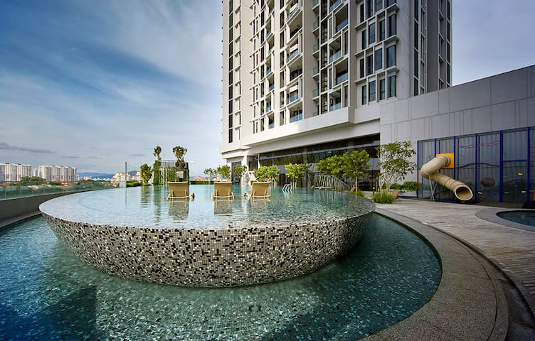 Green Suites 8pax (10mins to Sunway Pyramid)