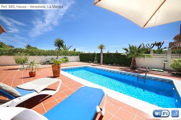 Beautiful villa w/swimming pool-580