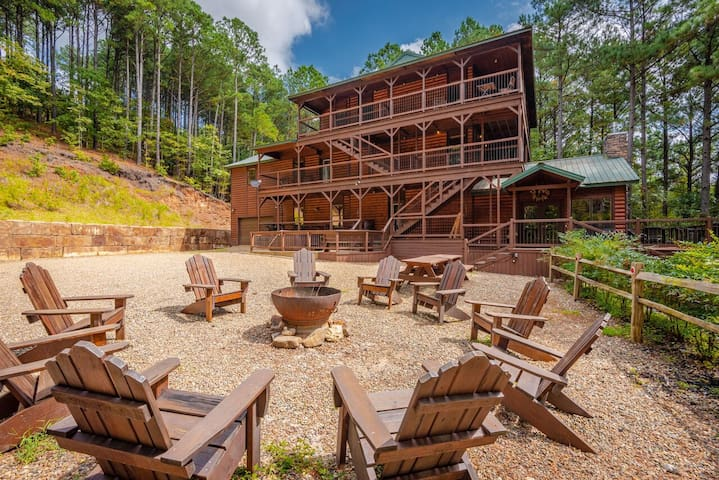 Moonshine Ridge 3 Story Luxury Cabin with National Forest View