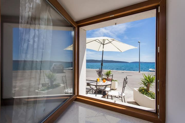 Ap. Lippeo-Cosy 1BD with Terrace and Sea View (A1)
