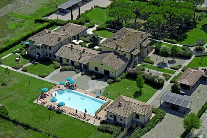 Rural Umbrian, Indipendent farmhouse with pool