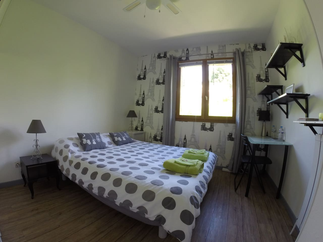 Chambre grise / Grey bedroom