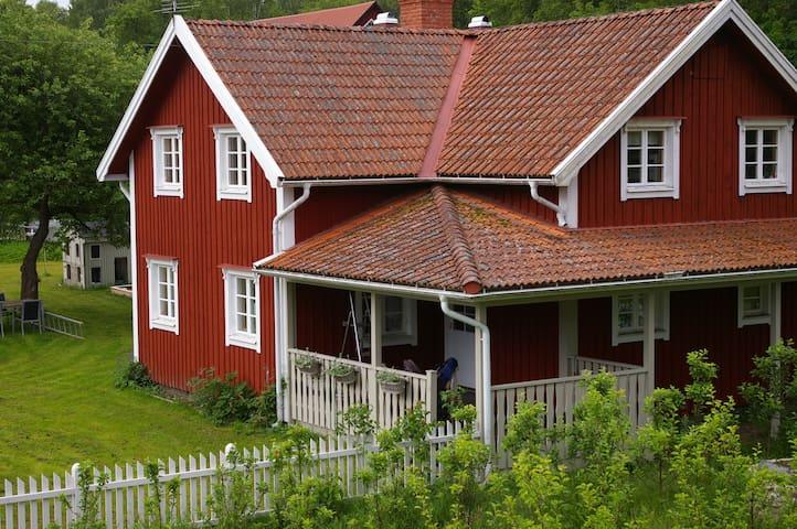 Lantligt hus utanför Vimmerby