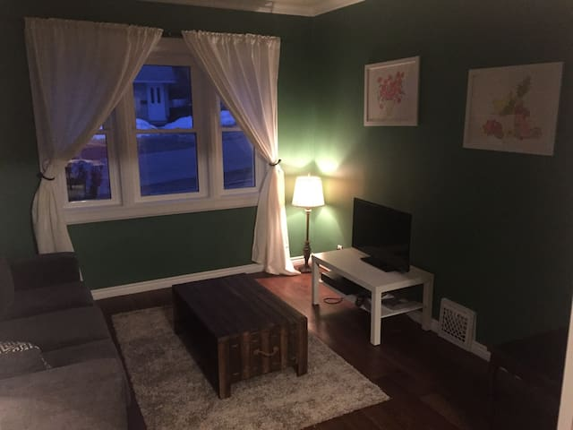 QUIET, CLEAN & CENTRAL - Sudbury - Apartment