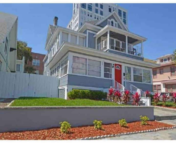 Downtown St. Pete Walkable Location - #15