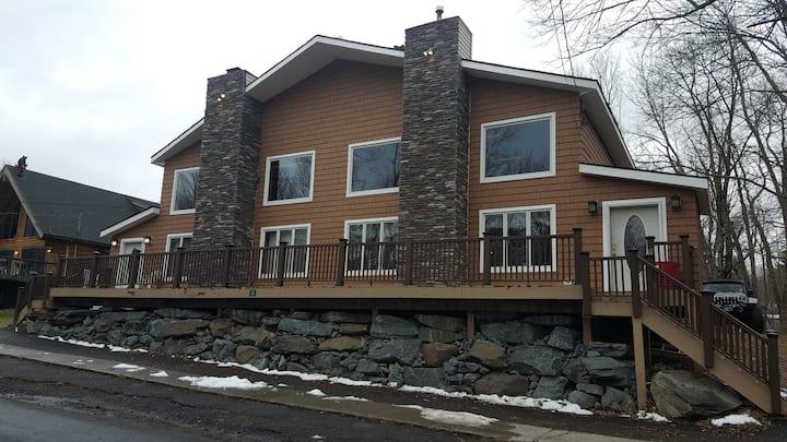 Ski House 1/4 Mile from Slopes