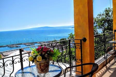 """Luxury House """"Casa del Mar"""" in Balchik center. - Balchik - Radhus"""