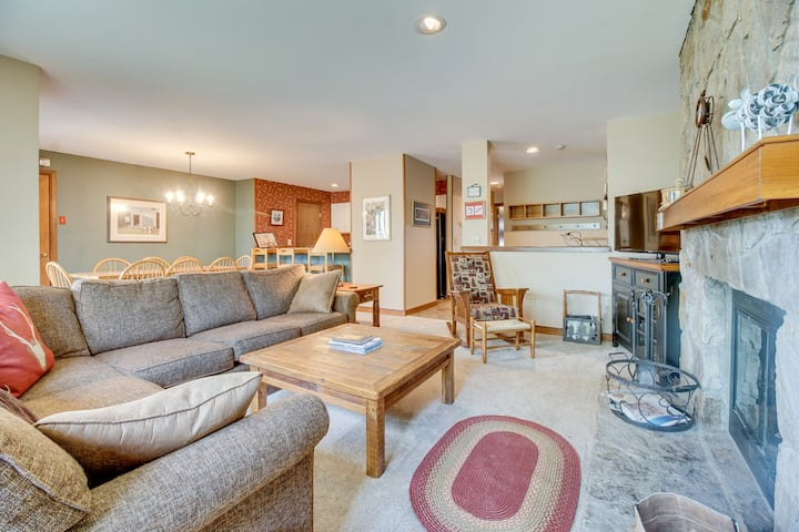 Ski-in/ski-out condo with shared pool, hot tub & sauna - great location!
