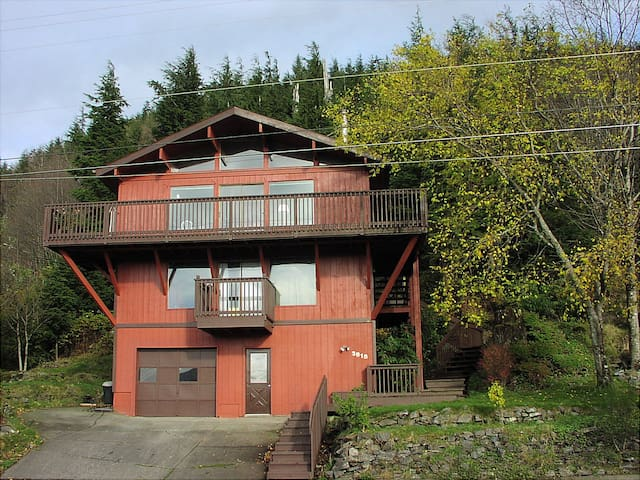 Cedar Home, 40 mile view, Close to nature. - Ketchikan