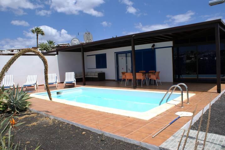 3 bedrooms and pool Playa Papagayo - Playa Blanca - Huis
