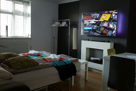 Private Living Room, Smart TV, PS3! - Londyn - Apartament