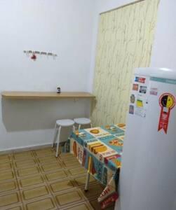 Kitnet Com cozinha separada no Guará