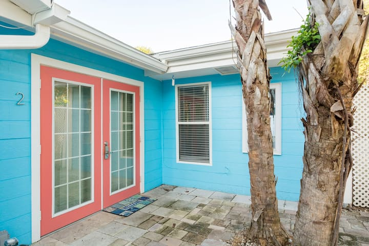Location! Siesta Key Beach - Walk to EVERYTHING!!